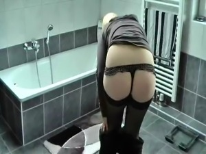 hot German Amateur pees in tub