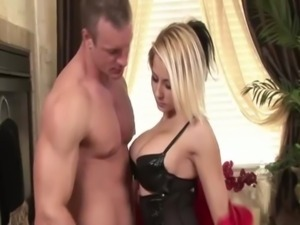 Sexy massage babe and client bathtime blowjob free