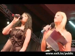 Public orgasm Beautiful Alice on stage free