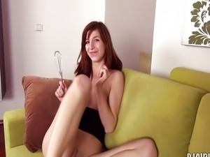 Edita's spreads her pussy wide open