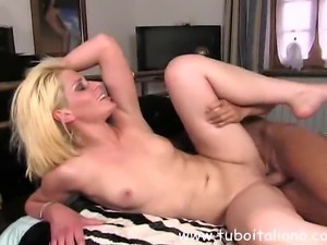 No Sound: Italian sexy blonde Wife Moglie Ita