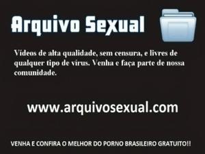 Safada levanta a perninha e libera a buceta 2 - www.arquivosexual.com free