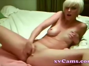 Sexy blonde masturbates like a boss on webcam