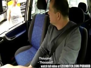 Comendo a piranha sem camisinha dentro do carro free