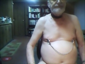 tommy demonstrates nipple clamps - then he cums