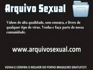 Putinha caindo de buceta na rola do sortudo 7 - www.arquivosexual.com free