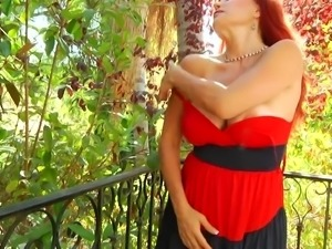 voluptuous redhead mommy