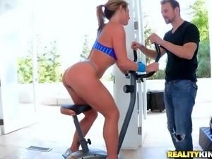 oral sex while working out in the spinning machine