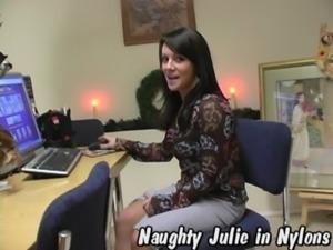 ineed2pee - julie - pantyhose free