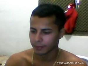 Muscled Brazilian Jerking Off Live!