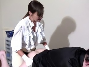 Mistress Kerry strapon slave