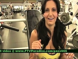 Luna brunette babe exercises at the gym