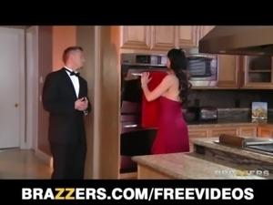 Gold Digger Eva Karera seduces a younger man for his cash free