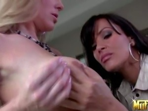 Seductive black haired cougar Lisa Ann with minster curves and