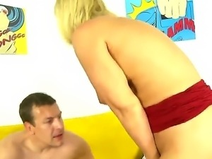 The hot MILF Mellanie Monroe has the huge sexy ass, that must be penetrated...