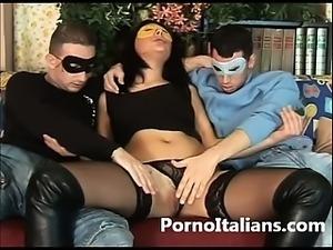 Amatortiale italiano - Moglie milanese scopa con due amanti - italian amateur...
