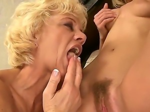 Mature music teacher Orhidea and her young student girl Bianka Lovely licking...