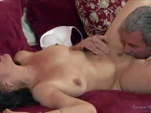Naturally buxom milf Melissa Monet with juicy ass gets on