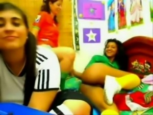 sporty teens on webcam