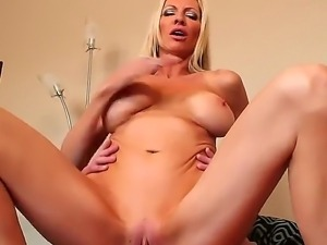 Busty beauty Emma Starr lets hunk Sonny Hicks enjoy her wonderful and tight...