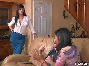 Stephani Morettis roomate Jazmyn catches her sucking her boyfriends stiff...
