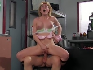 Tall experienced pornstar stud Evan Stone with long meaty sausage bangs...