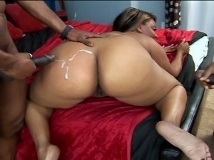 Juicy ebony slut threesomed