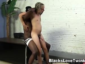 White hippy sucks big black dick