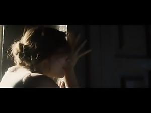 Elizabeth Olsen shows some tits in sex scenes