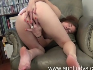 For the first time in her life milf Jamie Lynn comes out of her dress and...