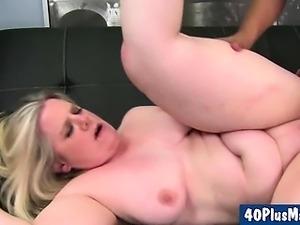 large divorced mom fucks her bald pussy