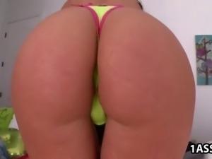 Fat ass Angelica Saige handles a fat cock