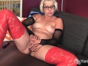 Sexy amateur blonde babe in glasses Vi masturbating her pussy