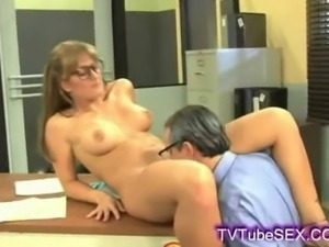 Less getting to lick baileys young swet shaved pussy on her desk at work