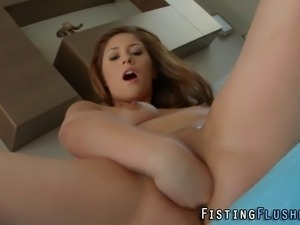 Bendy toying fetish redheaded slut fists her pussy