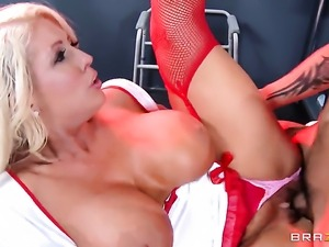 Keni Styles gets pleasure from fucking juicy Alura Jensons wet spot