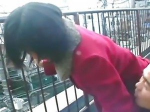 Amateur Asian gf fucks her pervy boyfriend on a rooftop