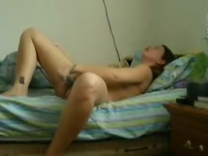 Girlfriend masturbates on webcam