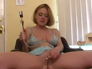 Cute Darling loves pumping her pussy
