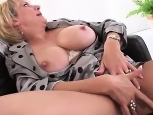 Lady Sonia masturbates with toy