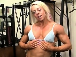 Pro Bodybuilder Nathalie Falk In The Gym