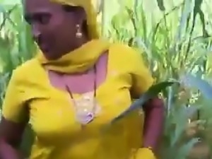 Indian Flashes Her Pussy In The Field