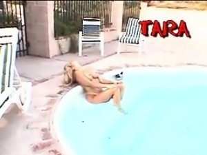 Blonde Woman Maturbates With A Toy Outdoors