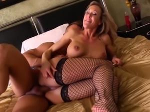 Blonde cougar brandi love fucking a large dick