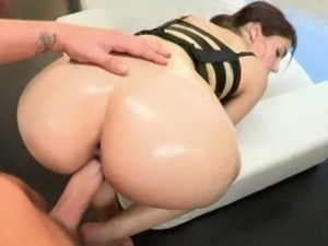 Big ass and big titty babe Valentina loves cumshot