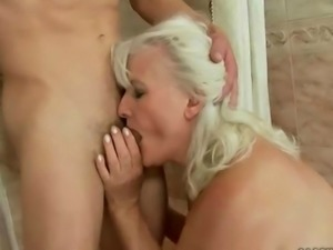 grannny not giving a fuck anymore sucking on the fat dick