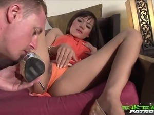 thai lady sucking dick