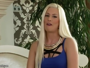 Skinny girl Jessie Volt with skim legs and long blonde hair is a charming...