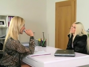 Female agent licks hairy blonde in casting