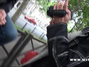 Charly sparks cougar drague un jeune dans la rue